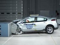 Батарея электромобиля стала причиной взрыва в лаборатории GM во время краш-тестов
