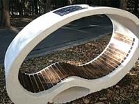 ВМорском саду Бургаса появилась уникальная скамья– зарядное устройство насолнечных батареях