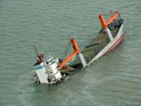 Утечка нефти изповрежденного судна вСеверном море может загрязнить местный заповедник