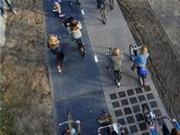 Первая вмире солнечная дорожка длявелосипедистов генерирует больше энергии, чем ожидалось