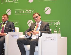Эколог Александр Закондырин продемонстрировал опытный образец мусорного ведра, которое будут бесплатно раздавать вПодмосковье