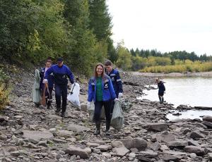 Работники «Якутугля» очистили отмусора берега рек