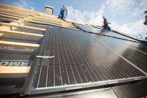 Solarwatt представила полностью черные солнечные батареи снизким уровнем ослепления