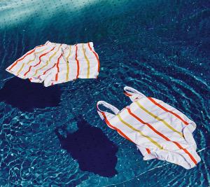 «Макдоналдс» выпустил коллекцию купальников изпереработанных трубочек