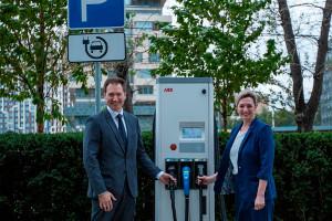 Ко Всемирному дню электротранспорта АВВ открыла новую зарядную станцию вМоскве