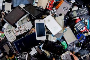 В60 регионах России можно сдать старые мобильные телефоны впереработку
