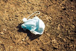 ВАвстралии дляпрокладки дорог предложили использовать б/у маски
