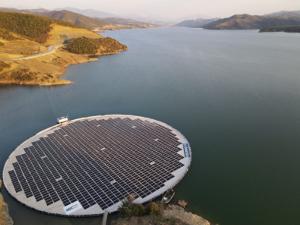 Плавучая солнечная электростанция заработала вАлбании